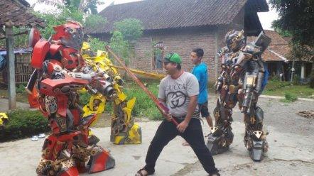 empat-robot-transformer-buatan-warga-bener-tengaran-kabupaten-semarang_20170402_102001
